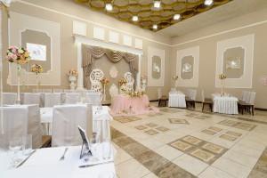 Большой зал (Суворова, 111)