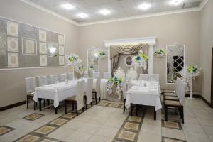 Малый зал на улице Суворова, 111 (вместимость до 35 человек)